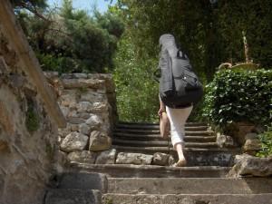 Emmanuelle Vincent son violoncelle sur le dos